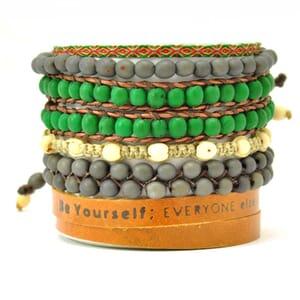 Colombianas - set kleurrijke handgemaakte armbandjes - groen - grijs - bruin
