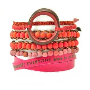 Colombianas - set kleurrijke handgemaakte armbandjes - roze - rood - bordeaux
