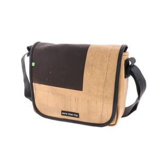Madrid – sterke messenger bag van gerecycled vrachtwagenzeil